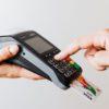Mit EC oder Kreditkarte am Kartenterminal bezahlen